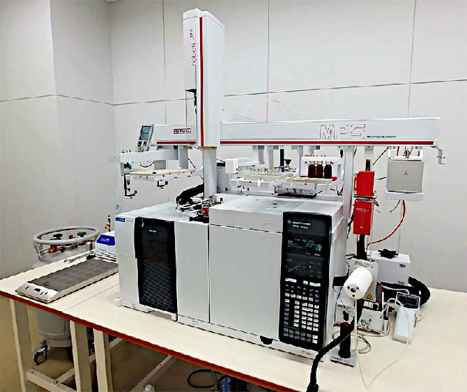 高機能ガスクロマトグラフ質量分析装置